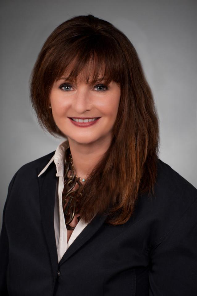 Lisa Donahue, AlixPartners - 2016 Tina Brozman Mentoring Award Reciepient